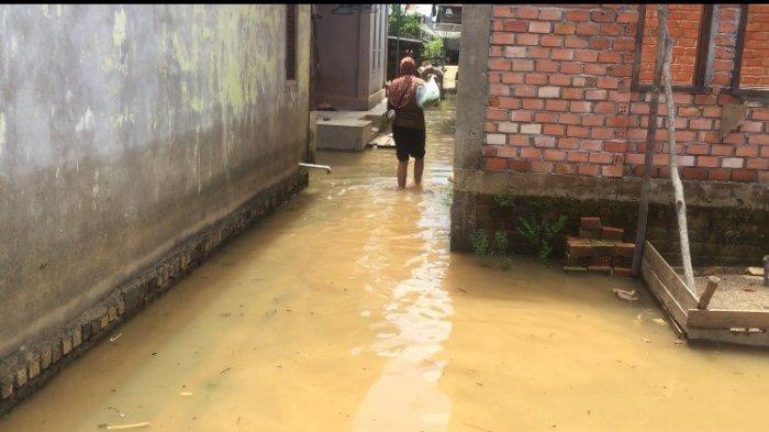 Sungai Batanghari Berangsur Surut, Air yang Menggenangi Rumah Warga Mulai Berkurang