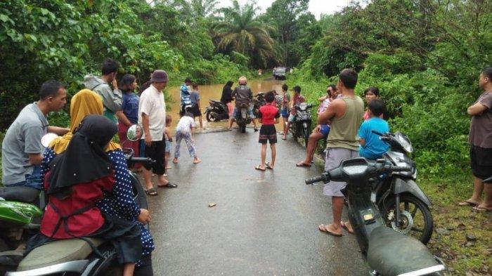 Curah Hujan Tinggi, Puluhan Rumah Warga Jujuhan Kabupaten Bungo Terendam Banjir Hingga 1 Meter