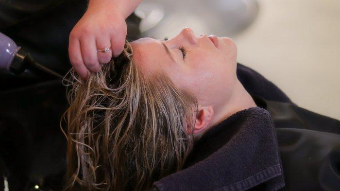 Cara Mengeringkan Rambut Yang Benar Agar Tidak Rusak
