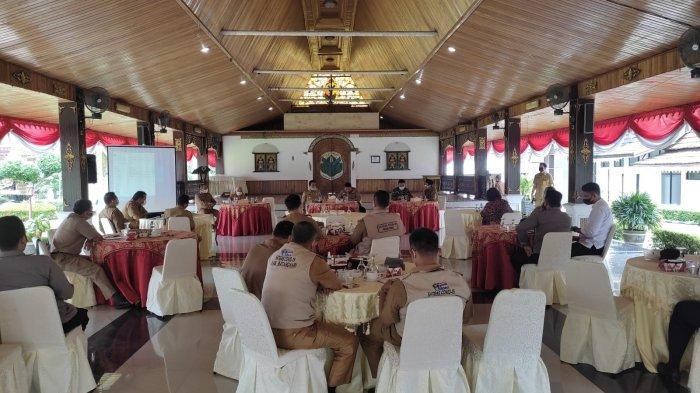 Rapat Satgas Covid-19 Kabupaten Batanghari di Pendopo Rumah Dinas Bupati Batanghari.