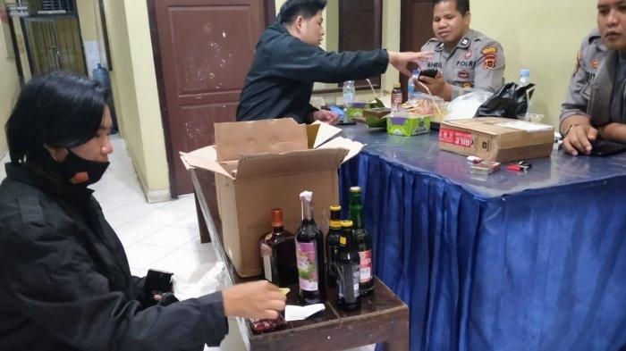 Razia Kafe di Sungai Penuh, Polisi Amankan Miras hingga Tisu Magic