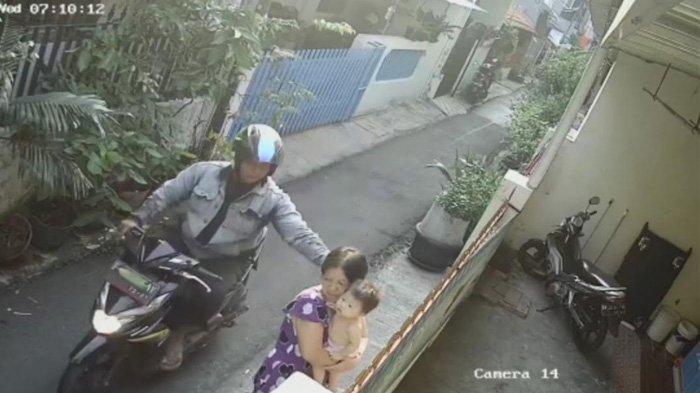 Jambret yang Bikin Ibu dan Anak Balita Jatuh Terpelanting akhirnya Ditangkap, Ini Wajahnya