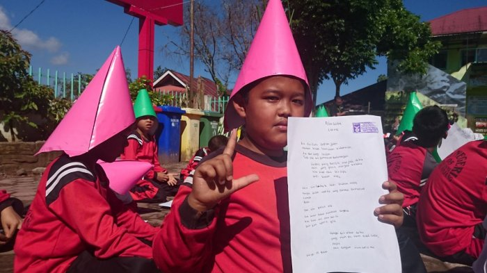 Rekor Baru Tercipta, Penulisan Puisi Terbanyak di Dunia Libatkan 18.330 Pelajar Padang Panjang