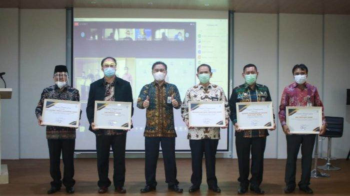 Rektor UIN Terima Penghargaan Dalam Rakorda PA