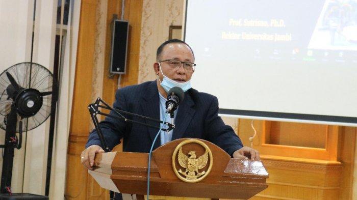 Rektor universitas jambi Prof Drs.H.Sutrisno, M.Sc.,Ph.D memberikan kata sambutan pada penerimaan mahasiswa peserta PERMATA-SAKTI tahun 2020