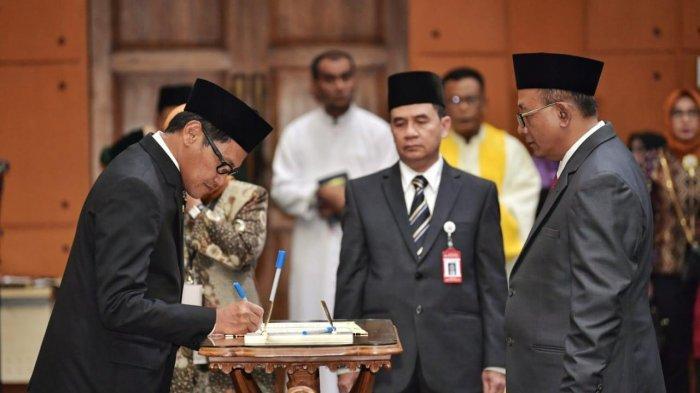 Mendikbud Lantik Prof H Sutrisno Sebagai Rektor Unja Periode 2020-2024