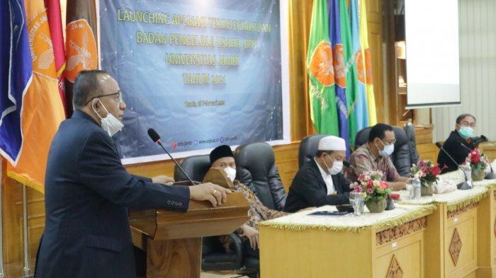 Rektor Unjar Prof H Sutrisno memberi sambutan