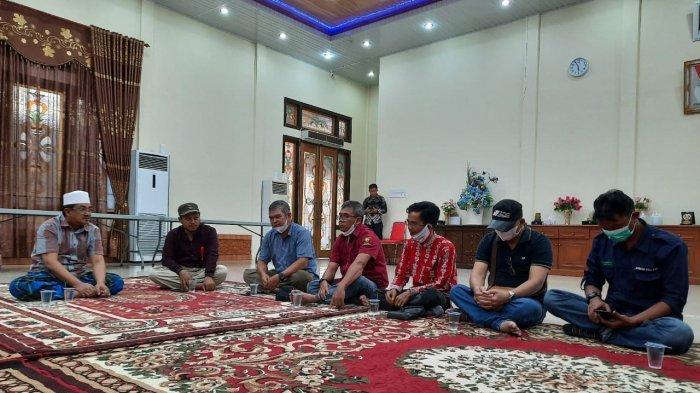 Perwakilan Asosiasi Petani Swadaya (FPS-MRM dan APBML) Berbincang Sore Dengan Bupati Tanjabbar