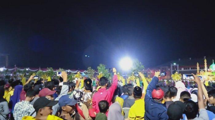Ramai-ramai Siaran Langsung di Lapangan, Ribuan Orang di Pembukaan MTQ Ke-49 Tanjab Barat