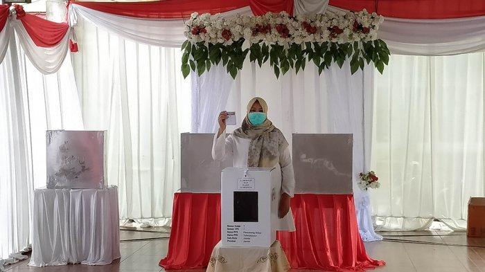 Istri Cek Endra Gerak Cepat, Datang Daftar Coblos Lalu Pulang, Lokasi TPS 07