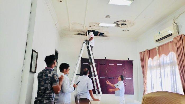 Air dari Plafon Bocor Jatuh ke Kepala Ketua Komisi III, Azizah: Sudah Empat Bulan Jebol