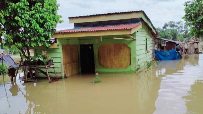 Hujan Deras, Tiga Rumah di Dusun Sungai Arang Terendam Banjir, Dua Keluarga Terpaksa Mengungsi