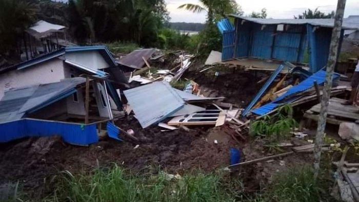 Dua unit Rumah di Parit 6 Dusun Jaya Abadi Desa Menteng Kecamatan Mendahara longsor. Setelah longsor, rumah tersebut masuk ke dalam sungai, Minggu (22/11/2020) sekitar pukul 04.00 WIB
