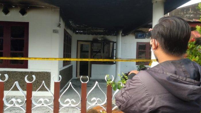 Kebakaran membuat barang-barang yang ada di rumah Quran Centre ludes terbakar.