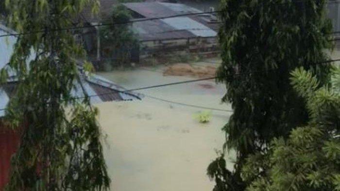 Warga Sibuk Pindahkan Barang, Puluhan Rumah di Lintas Asri Bungo Kebanjiran