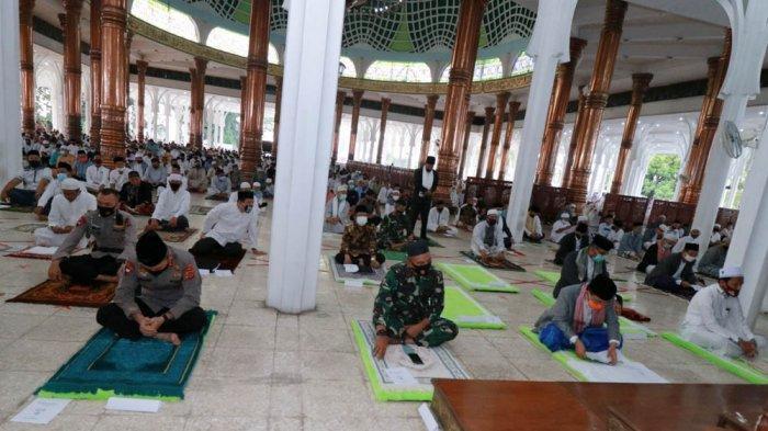 Terapkan Protokol Kesehatan, Pelaksanaan Salat Idul Adha di Mesjid Agung Al-Falah Berjalan Hikmad