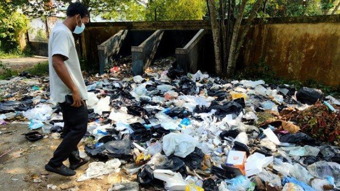 Diduga Tercampur Sampah Medis, Tumpukan di Belakang RSUD Ahmad Ripin Berhari-hari Belum Diangkut