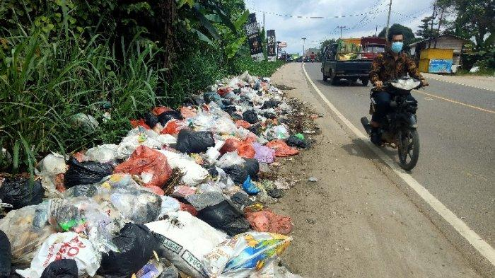 Warga Mengeluh Bau Busuk, Tumpukan Sampah Berserakan Dekat Kampus UIN STS Jambi