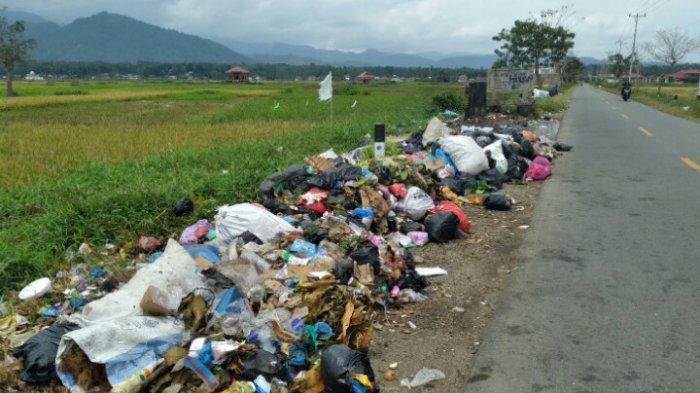Warga Keluhkan Bau Busuk, Sampah Menumpuk karena Telat Diangkut