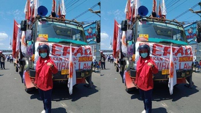 Sari Wahyuni Labuna (21 tahun), mahasiswi diploma III kesehatan di Makassar ditahan di Mapolrestabes Makassar setelah melakukan unjuk rasa menolak UU Cipta Kerja