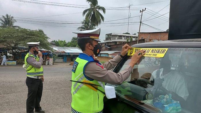 Sat Lantas Polres Tebo Dirikan Pos PPKM Untuk Hentikan Pengendara Tak Bermasker