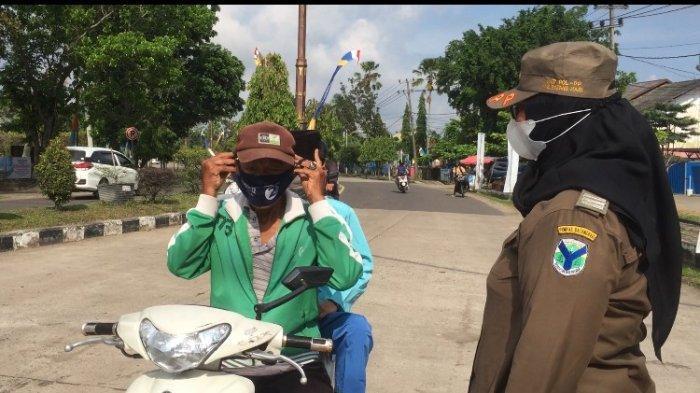 Satgas Penanganan Covid-19 Kabupaten Batanghari melakukan razia Operasi Yustisi di Taman Simpang 4 Muara Bulian, Jumat (4/12/2020).