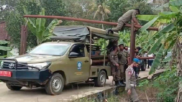 Abaikan Peringatan, Anggota Satpol PP Tebo Bongkar Portal di Wiroto Agung Rimbo Bujang