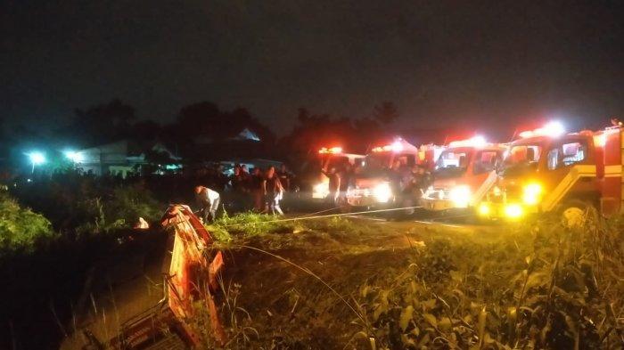 Operasi Pemadaman Kebakaran di Ulu Gedong Berlangsung Dramatis, 4 Petugas Dilarikan ke Rumah Sakit