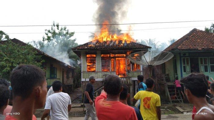 BREAKING NEWS Satu Unit Rumah di Desa Penapalan Tebo Hangus Terbakar, Diduga Korsleting Listrik