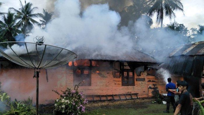 Gara-gara Korsleting Listrik, Satu Rumah di Bajubang Ludes Terbakar