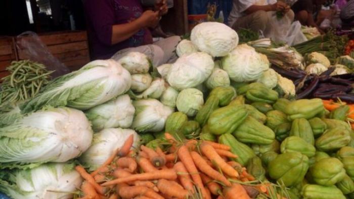 Lapak sayuran di Pasar Angso Duo