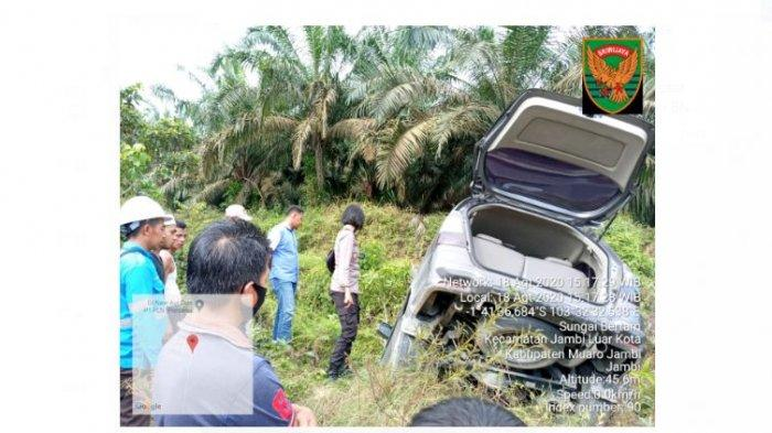 BREAKING NEWS Dor, Darah Membasahi Kaca Mobil Innova, Pelaku Narkoba Kabur