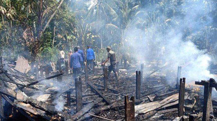 BREAKING NEWS Rumah Warga Senyerang Hangus Terbakar