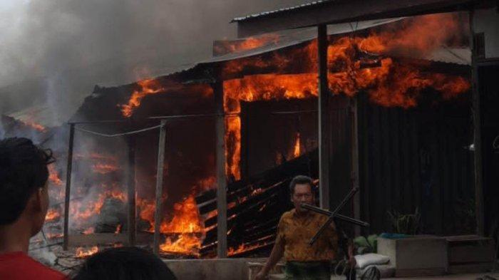 BREAKING NEWS Kebakaran di Tanjabbar, Sejumlah Bangunan di Pasar Teluk Nilau Hangus Dilalap Api