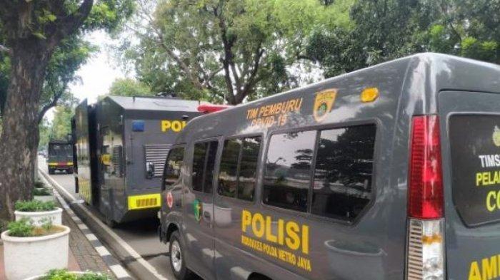 Mobil Water Cannon Polisi Disiagakan, Jelang Demo 1812 di Jakarta Siang Ini, Ada Kawat Duri