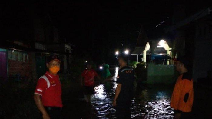 BREAKING NEWS Hujan Deras, Sejumlah Wilayah di Kota Bangko Kebanjiran