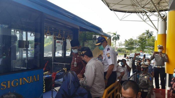 Sekda Provinsi Jambi Resmikan Halte Bus Trans Siginjai di Bandara Sultan Thaha Jambi