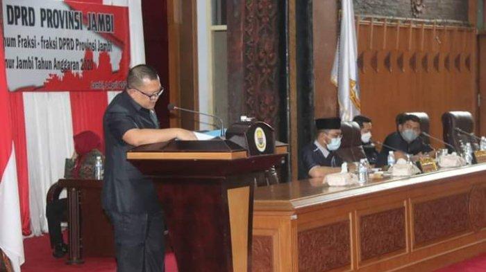 Sekretaris Daerah Provinsi Jambi, H. Sudirman, SH, MH menghadiri sidang paripurna dengan agenda Penyampaian Pemandangan Umum Fraksi-fraksi DPRD, terhadap Laporan Keterangan Pertanggungjawaban (LKPj) Gubernur Jambi tahun anggaran 2020 di ruang paripurna Gedung DPRD Provinsi Jambi, Kamis (01/04).