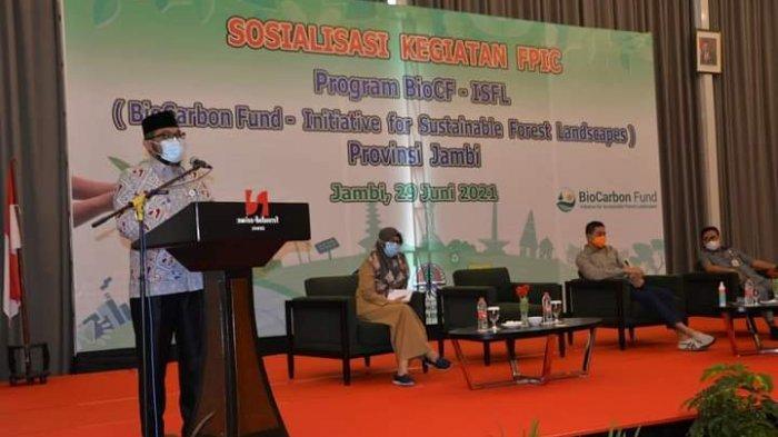 Sekretaris Daerah Provinsi Jambi H.Sudirman membuka acara Sosialisasi Kegiatan FPIC Program BioCF-ISFL (BioCarbon Fun-Initiative for Forest Lanscapes) yang berlangsung di Swissbell Hotel Jambi, Selasa (29/6/21).