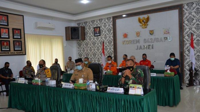 Sekretaris Daerah Provinsi Jambi H.Sudirman, SH mengumumkan kenaikan status karhutla menjadi siaga darurat dari yang sebelumnya siap siaga karhutla.