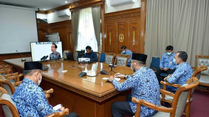 Sekretaris Daerah (Sekda) Provinsi Jambi, H.Sudirman,SH.,M.H., mengharapkan, dengan adanya penandatanganan kerja sama kemitraan antara Penanaman Modal Asing (PMA) dan Penanaman Modal Dalam Negeri (PMDN) dengan Usaha Mikro, Kecil dan Menengah (UMKM) dapat memberikan dampak positif bagi UMKM, khususnya UMKM di Provinsi Jambi.