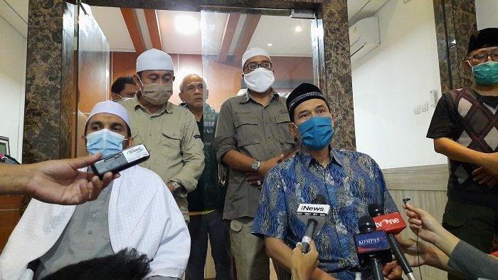 Sekretaris Umum Front Pembela Islam (Sekum FPI) Munarman di DPP FPI di Petamburan, Tanah Abang, Jakarta Pusat, Senin (7/12/2020).