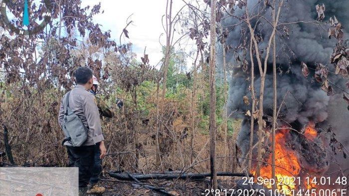 Semburan Api Sumur Minyak Ilegal di Batanghari Mulai Menipis, Kapolres Asesmen Bersama Pertamina