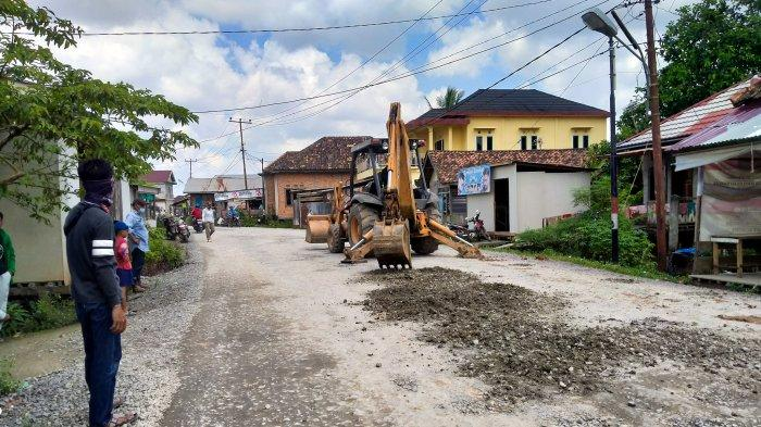 Sempat Tutup Jalan Utama, Masyarakat Seberang Kota Jambi Tuntut Setengah Bulan Jalan Sudah Diaspal