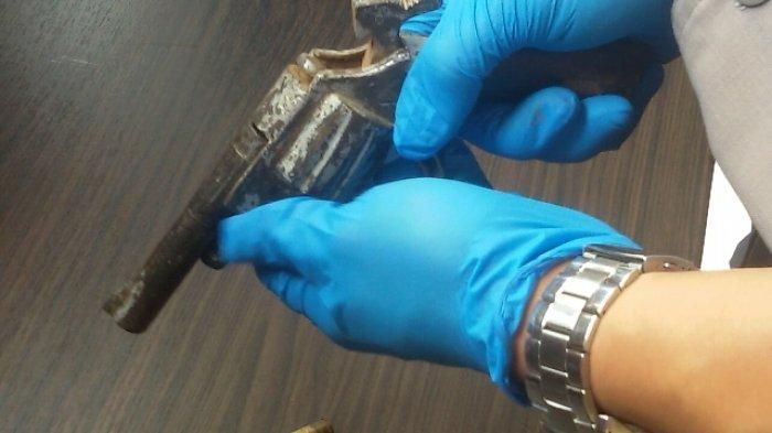 Dari Tangan Pencuri Mobil Ini, Polisi Temukan Dua Pucuk Senpi