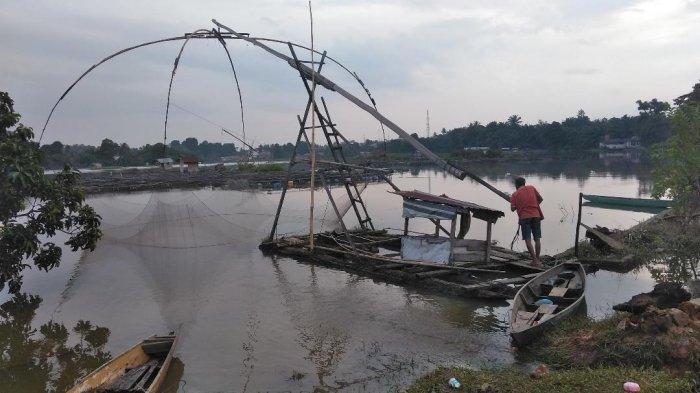 Berakhir Petang Menunggu Senja, di Tepi Danau Sipin, Bersama Lelaki 'Tangkul'