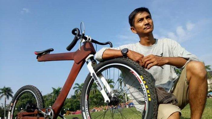 Sepeda Kayu Karya Warga Jambi, Pesan Dulu Baru Buat Pernah Dibeli Guberur Jawa Tengah Ganjar Pranowo
