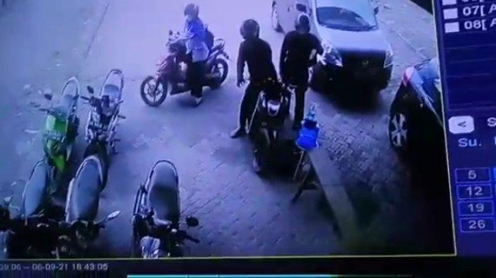 Curanmor Jambi, Sepeda Motor Pengawas Bimbel di Kebun Kopi Digasak Dua Pelaku Terekam CCTV