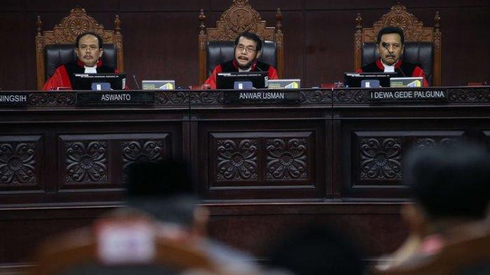 Hasil Sidang MK, Hakim Tolak Dalil Capres 02 Soal Ajakan Berbaju Putih, Sebut Tidak Relevan