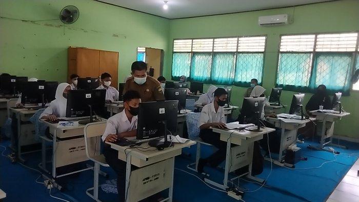 Demi Mutu Pendidikan, Siswa SMAN 5 Muarojambi Ikuti Asesmen Nasional Berbasis Komputer